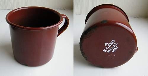 Click image for larger version.  Name:enamel mug 1952 s.jpg Views:1110 Size:202.5 KB ID:422832