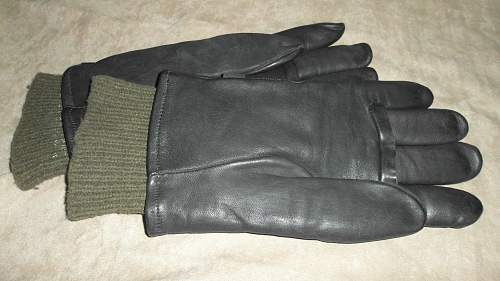 Anyone know if these leather gloves are military??