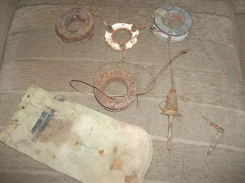 US Army Wire Reels and Pouch?