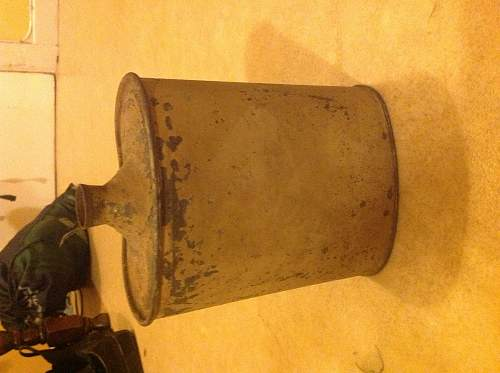 WWI or WWII canteen ?