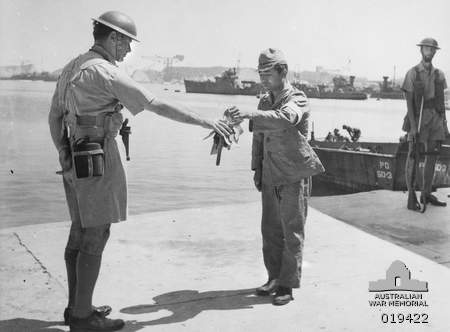 Name:  Tokyo, Japan. August 1945. Token of surrender - a Japanese official hands over the keys of the Y.jpg Views: 615 Size:  17.0 KB