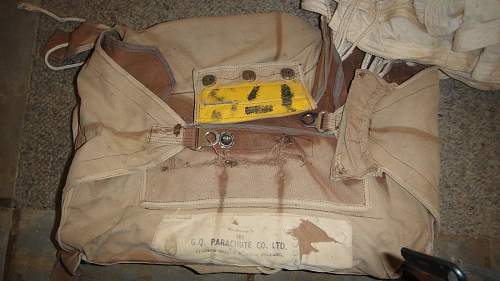 trying to identify this old chute and chute bag 1940 dated