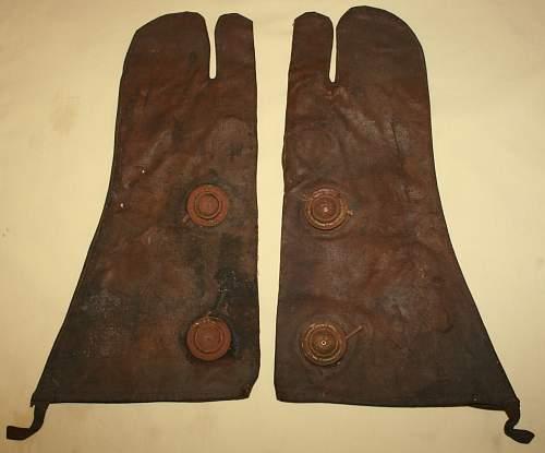 Rare pair of british anti gas gloves 1939 dated