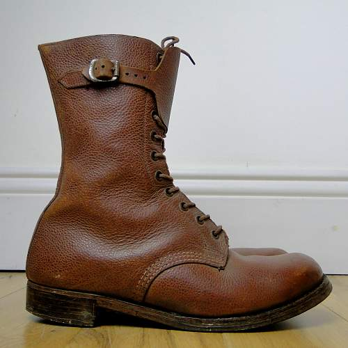 Fur lined boots. Single buckle / Hob nail / Dispatch - Stamped 7 K37 513 A3