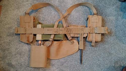 Click image for larger version.  Name:02 Late War Pattern 1937 Webbing.jpg Views:57 Size:350.5 KB ID:975454