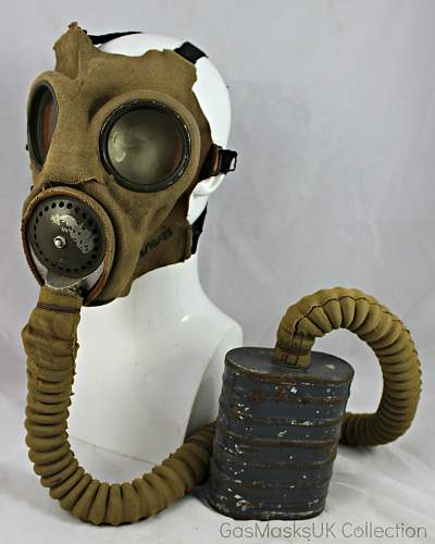 """1929 Royal Navy MkIV Service Respirator and """"Kidney"""" Carrier"""