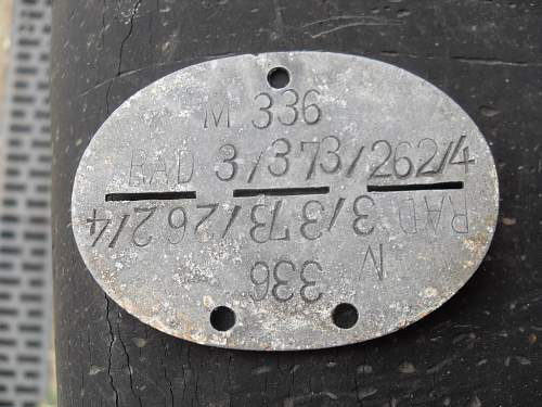 Click image for larger version.  Name:german dogtags 001.jpg Views:31 Size:275.8 KB ID:526676