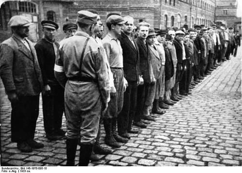 Click image for larger version.  Name:Bundesarchiv_Bild_146-1976-086-16,_Oranienburg,_Konzentrationslager.jpg Views:85 Size:76.2 KB ID:608493