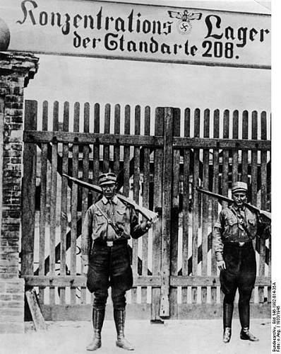 Click image for larger version.  Name:477px-Bundesarchiv_Bild_146-1982-014-35A,_Oranienburg,_Konzentrationslager.jpg Views:61 Size:70.3 KB ID:608495