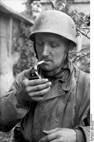Click image for larger version.  Name:Bundesarchiv Frankreich, Fallschirmjäger, rauchend.jpg Views:118 Size:50.9 KB ID:895874