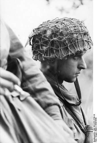 Click image for larger version.  Name:Bundesarchiv_Bild_101I-572-1743-14,_Italien,_Fallschirmjager.jpg Views:52 Size:81.5 KB ID:895940