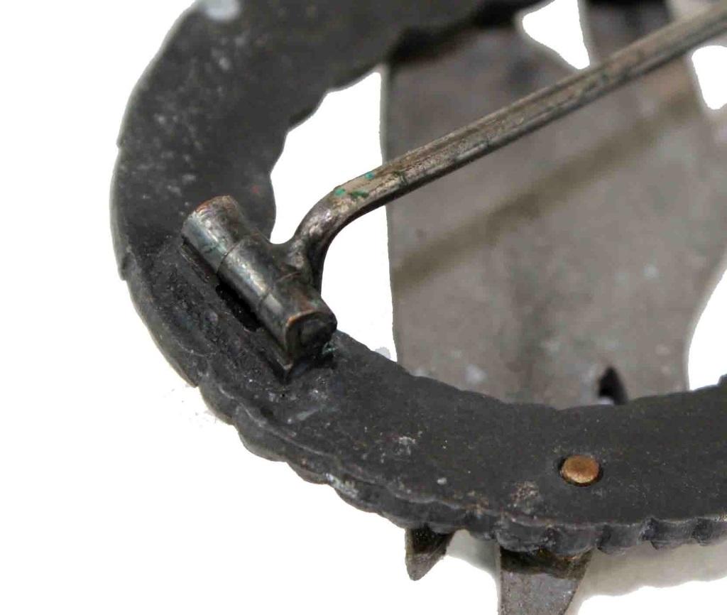 Fallschirmschutzenabzeichen zinc Meybauer -- COPY or ORIGINAL ?