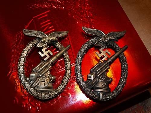 Fallschirmschützenabzeichen and Flakkampfabzeichen der Luftwaffe.