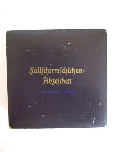 """Fallschirmschützenabzeichen """"IMME"""" in case with cloth badge"""