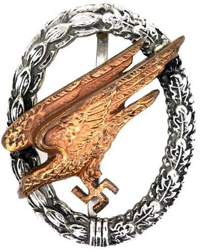 Click image for larger version.  Name:Luftwaffe Fallschirmjager badge front.jpg Views:76 Size:123.3 KB ID:867260