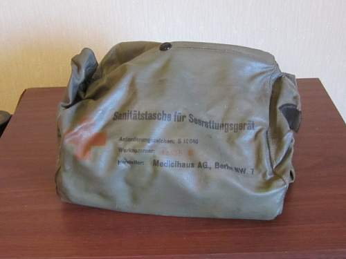 Click image for larger version.  Name:First aid pouches 001 (640x480).jpg Views:18 Size:150.6 KB ID:1003699