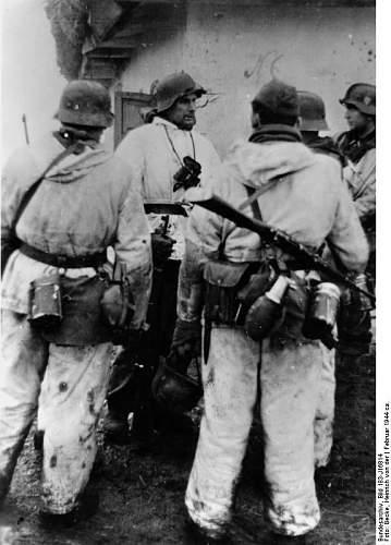 Click image for larger version.  Name:Bundesarchiv Bild 183-J16814, Russland, Besprechnug vor Angriff.jpg Views:7 Size:61.3 KB ID:1070244