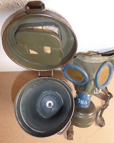 Gas mask and canister: Authentic? Wehrmacht?