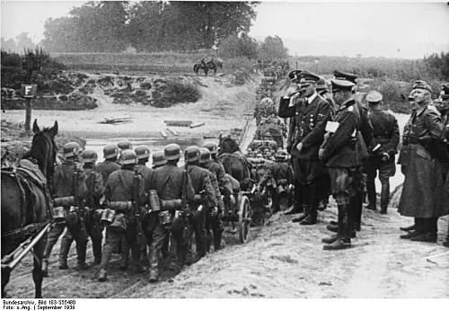 Click image for larger version.  Name:12.sturmgepack 38 devant Fuhrer.jpg Views:382 Size:73.2 KB ID:120947
