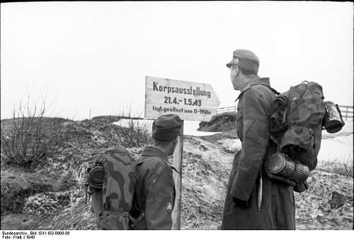 M31 Zeltbahn in use (period photos)