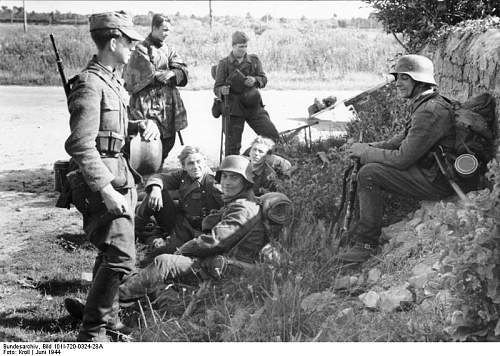 Click image for larger version.  Name:Bundesarchiv_Bild_101I-720-0324-28A%2C_Frankreich%2C_deutschen_Soldaten_bei_Rast[1].jpg Views:1650 Size:86.2 KB ID:122850