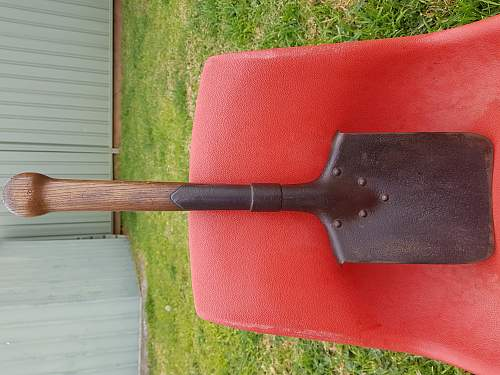 Hoping to identify this entrenching tool