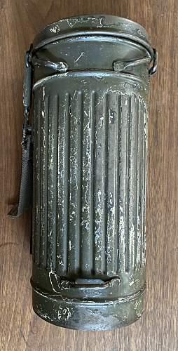 Ex-Winter camo gasmask canister