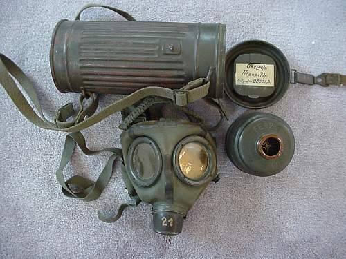Named gasmask with can