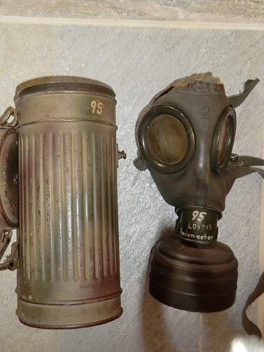 Click image for larger version.  Name:RADEMACHER GAS MASK 6.jpg Views:306 Size:242.0 KB ID:280096
