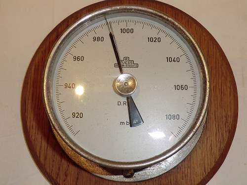 Kriegsmarine barometer