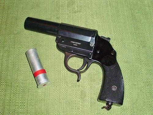 1940 Flare Pistol.........