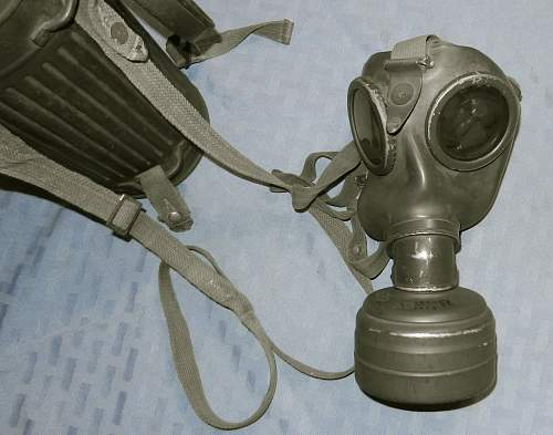 The German Gasmask and kanister - a study in variation