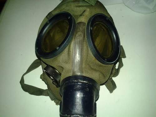 Gas canister from 1938 and gasmask.But age on the filter???