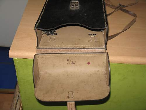 Click image for larger version.  Name:ww2germanbag3.jpg Views:127 Size:191.3 KB ID:515300