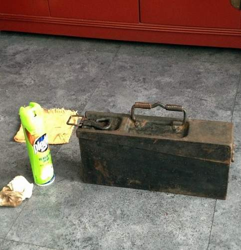 MG34/42 ammo box, barrel carriers