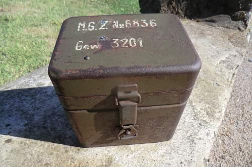 MG. optics tin.
