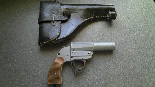 """""""new"""" LP42 flare pistol to my collection."""