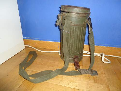 German combat Gas mask with canister