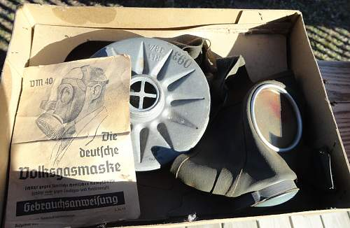 German Luftschutz / Volks gas mask.