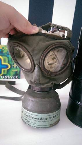 Unknown German gas mask.