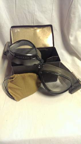 Luftwaffe Pilot Goggles with Tin