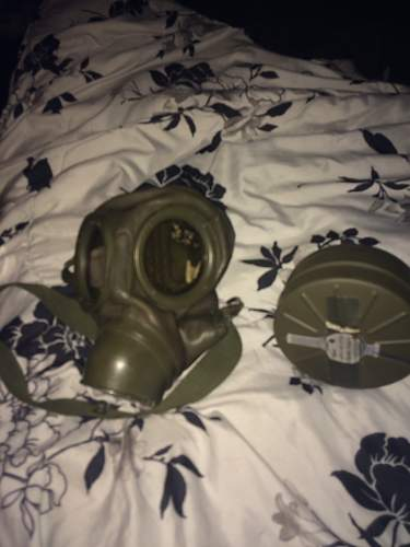 Can someone help me ID this possible WW2 German Gas mask? Thanks Gents!