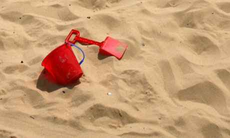 Name:  bucket-and-spade-in-the-s-008.jpg