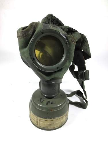 German civilian Luftschutz gasmask with AUER canister
