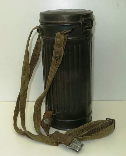 Click image for larger version.  Name:WW2 Gas Mask & Cannister 001.jpg Views:105 Size:215.2 KB ID:850867