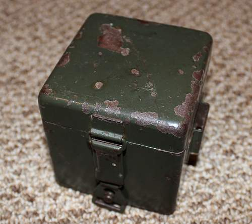 MG34/42 OPTICAL SIGHT BATTERY BOX. (MG Zielfernrohr Batterie Kasten)