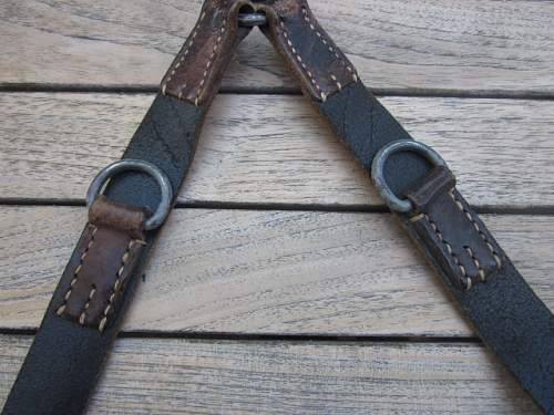 unmarked y straps are they common?