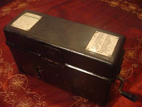Click image for larger version.  Name:52783692_3-Telefone-antigo-Militar-de-campo-de-batalha-II-Guerra-Mundial-Arte-Coleccoes-Antiguid.jpg Views:173 Size:35.2 KB ID:88184