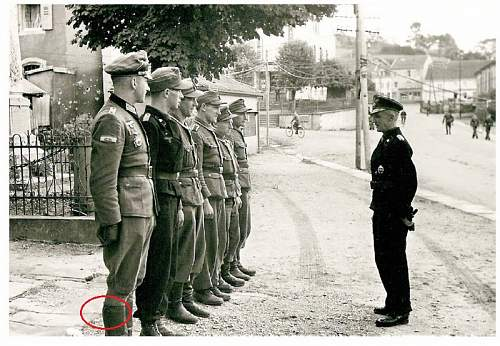 Click image for larger version.  Name:Hasso von Manteuffel Battle of Lorraine inspection2[1].jpg Views:273 Size:207.5 KB ID:907564