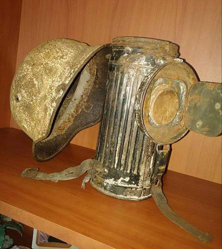winter camo gas mask can - real deal?